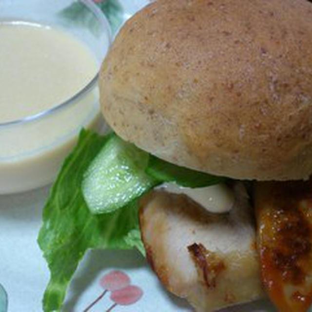 夏休みの昼ごはんその2豆腐胚芽パンと豆腐プリン。