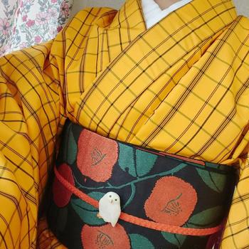 黄色格子柄ポリ着物×椿柄半幅帯
