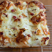 パン作りの週末♡新玉ねぎとベーコンとチーズのちぎりパン
