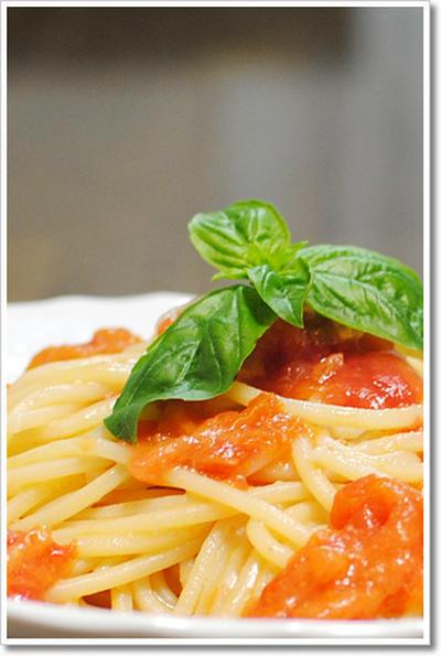 美味しいトマトでシンプルなフレッシュトマトのキタッラ