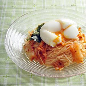 よ~く混ぜて召し上がれ!「冷たいキムチ混ぜ麺」レシピ