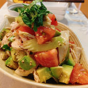 チキンとアボカドの中華風サラダ