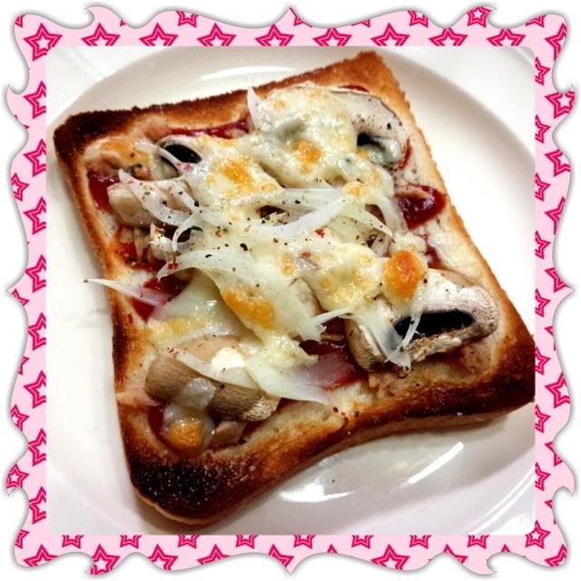 ツナ・マッシュルーム・玉ねぎのピザトースト