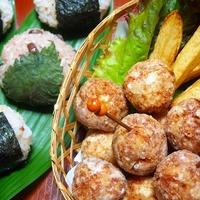 シャキシャキ蓮根のチキンボール  お赤飯と雑穀米のおにぎりと!