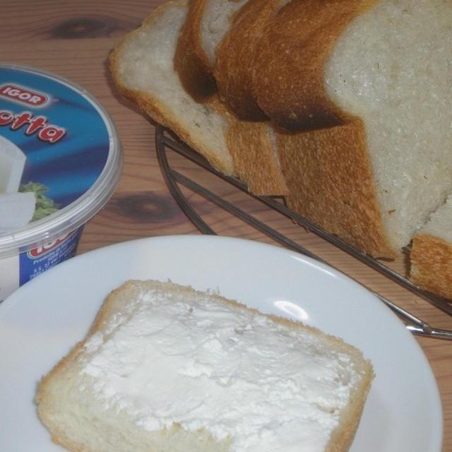 リコッタ食パン