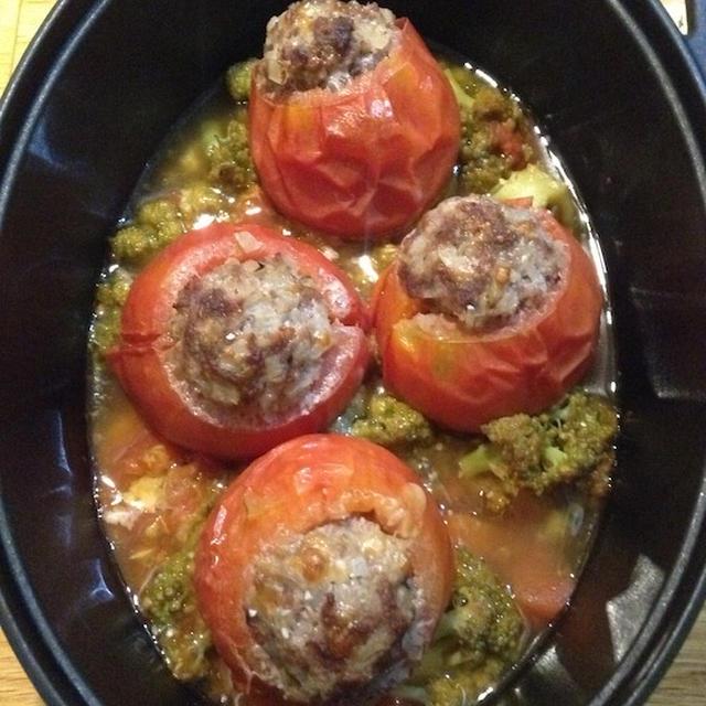 専用ダッチオーブンで作る 「トマトの肉詰め」
