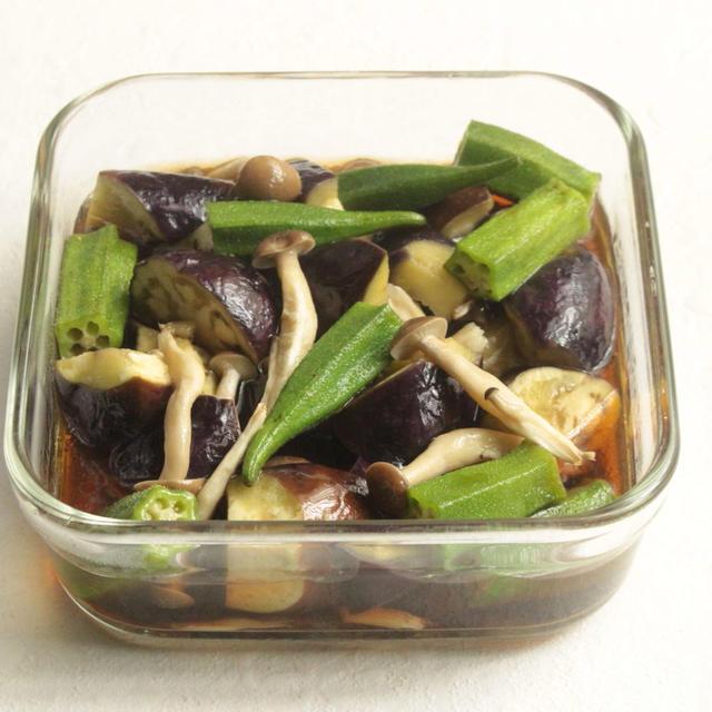 レンジで簡単常備菜レシピ。夏野菜ときのこのめんつゆオリーブ煮の作り方。