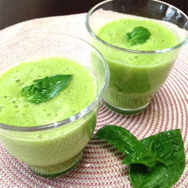 朝の一杯。ラテンなグリーンのスムージーはミネラルたっぷり♪