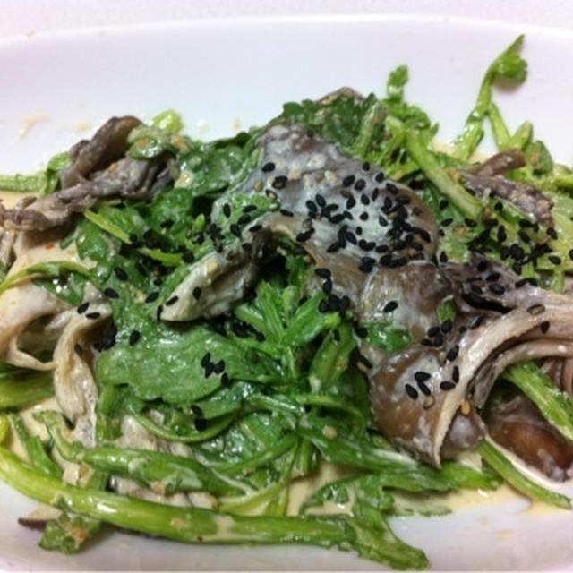 サラダ菊菜と舞茸の胡麻サラダ