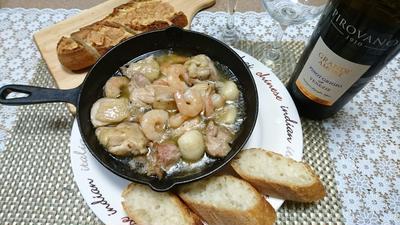 チキン海老のピリ辛スタミナアヒージョ