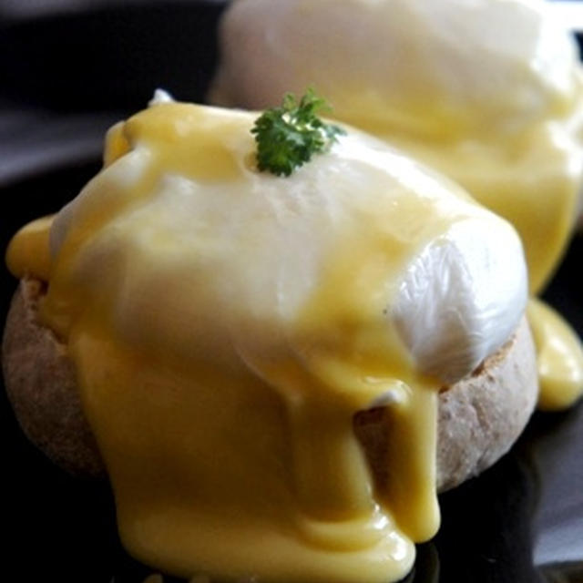 おうちでホテルの朝食を、極上エッグベネディクト……
