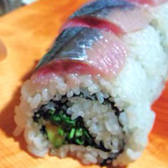 おもてなしにも、秋刀魚とアボカドのロール寿司、エリンギの水晶仕立て