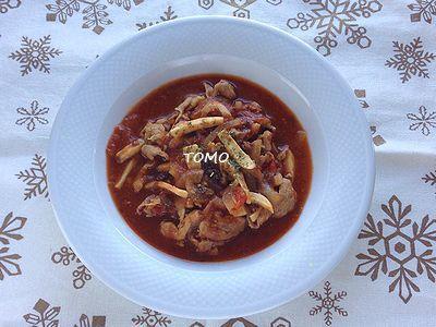 カリフォルニア プルーン de 豚肉とエリンギのトマト煮