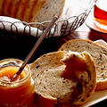 朝紅茶・・しょうがジャムと雑穀パン&にゃ♪