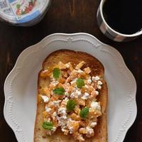 カッテージチーズと柿のトースト