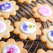 お花のクッキーとか。