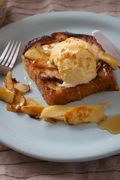【 りんごのお菓子*ホットプレートでりんごのフレンチトースト 】