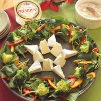 クリスマスに!型不要♪切って並べるだけ~の星型チーズ リースサラダ
