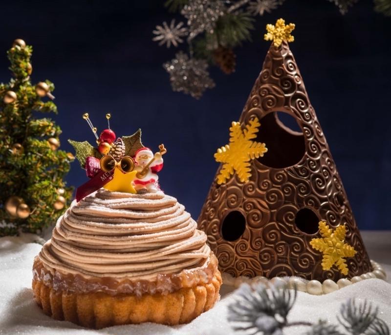 チョコレートでできたクリスマスツリーを覗いてみると、モンブランのケーキの上で楽しそうに歌うサンタクロ...