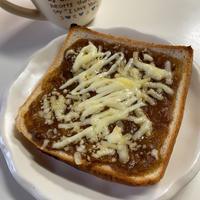 パン耳カレーマヨチーズのっけ〜焼きカレーパン☆My朝ごパン