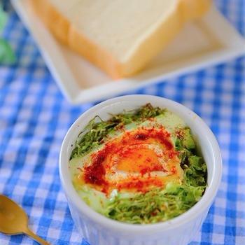 【スパイス大使】ポテトサラダで簡単♪マヨキャベツの巣ごもり卵