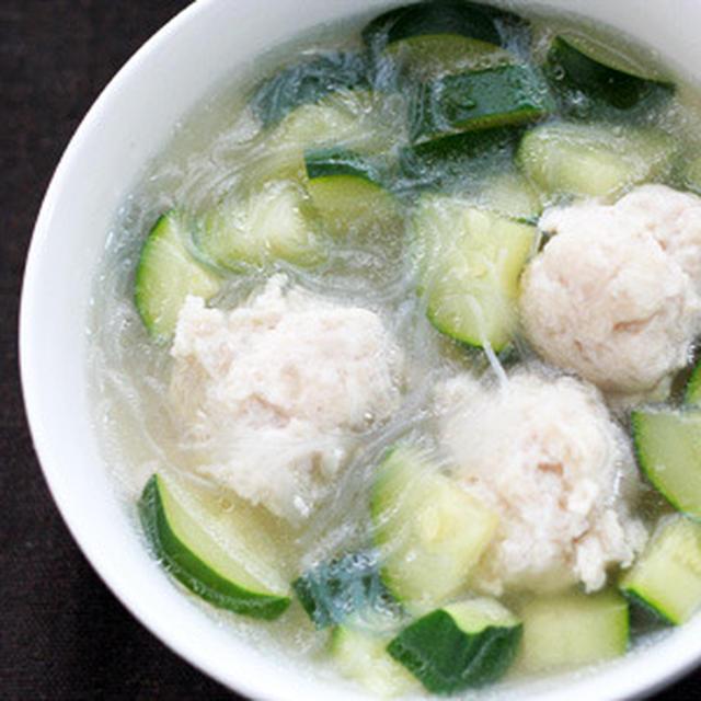 ズッキーニと鶏団子の中華春雨スープ