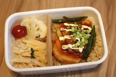 カジキのピリ辛丼弁当
