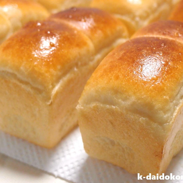 生クリームをたっぷり使った手のひらサイズの山型食パン