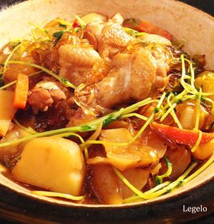 土鍋で手羽元の煮込み☆ポイントは黒糖、ウスター、酢♪スープを吸った春雨♪ほくほくジャガイモ