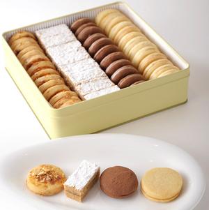 カカオが香る上質なチョコレートにホワイトチョコを合わせた「ショコラーデ」、アンズのコンフィチュールが...