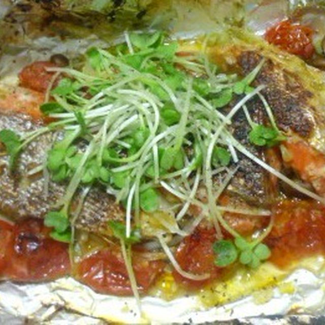シリーズ無多国籍レシピ ダイエットによしおつまみにヨシ♪ 塩麹とホイルで 鮭のアクアパッツア らし・・