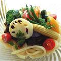 ボリュームたっぷり!夏野菜たっぷりのカレー風味な冷やしうどん