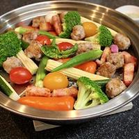 自家製サルシッチャと夏野菜で真夏の蒸し鍋