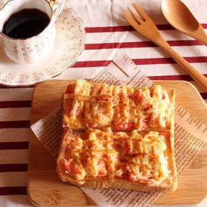使い勝手バツグン!「カニカマ×食パン」のお手軽朝食レシピ