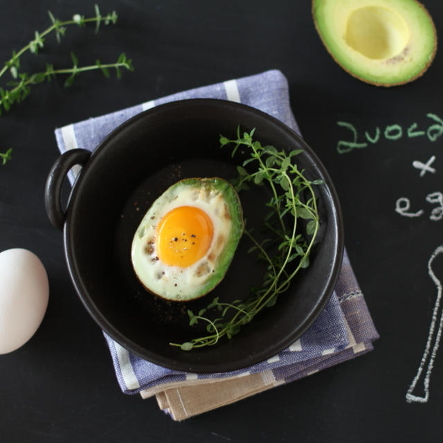 ヨミドクター連載「美肌をつくる朝ごはん 味噌アボカドエッグ」