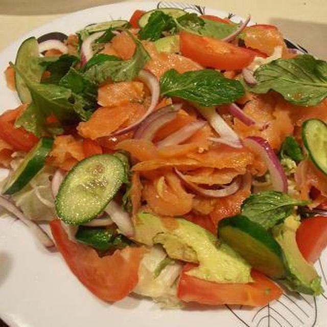 オーストラリアの料理番組で見た ベトナム料理を参考 自家製ハーブでサラダの夕食