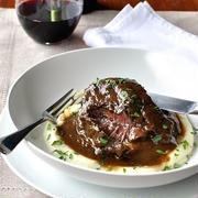 おうちディナーの贅沢メインに♪憧れ「牛肉の赤ワイン煮」