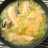 鮭のアラで、石狩鍋風な味噌汁