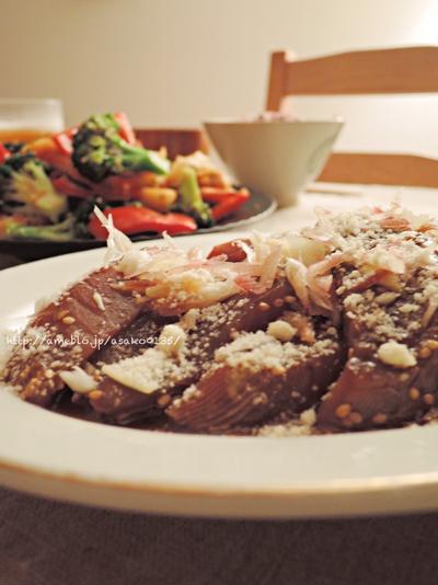 エビと野菜の塩昆布炒めと、カツオの漬け。