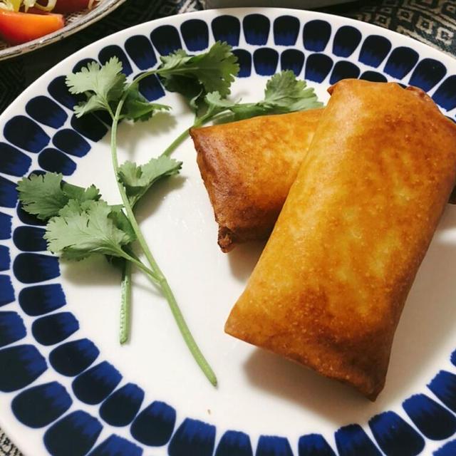【マクドナルド風】春巻きの皮で作る!ベーコンポテトパイ