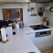 キッチンの大掃除。料理研究家のキッチン。