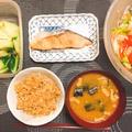 お夕飯 生姜炊き込みご飯と甘口焼き鮭