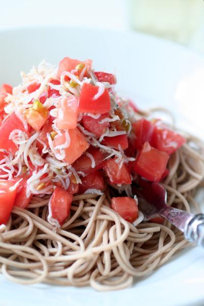 蕎麦を使って?トマトとしらすの冷製美人パスタ