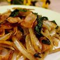 ■簡単5分!!朝ベジレシピ【大葉もたっぷり入れた 玉葱とベーコンのオイスター麺つゆ炒め】