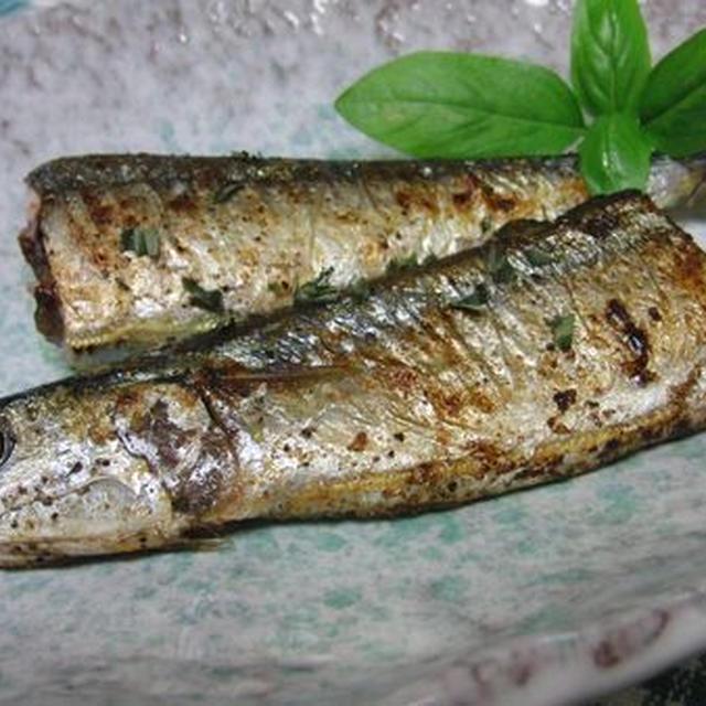 フライパンで楽々美味しい♪ カリカリさんまのカレーバジル焼き