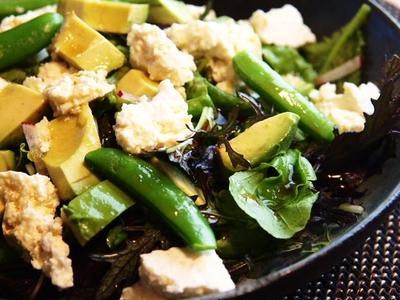 島豆腐とアボカドと春野菜のサラダ
