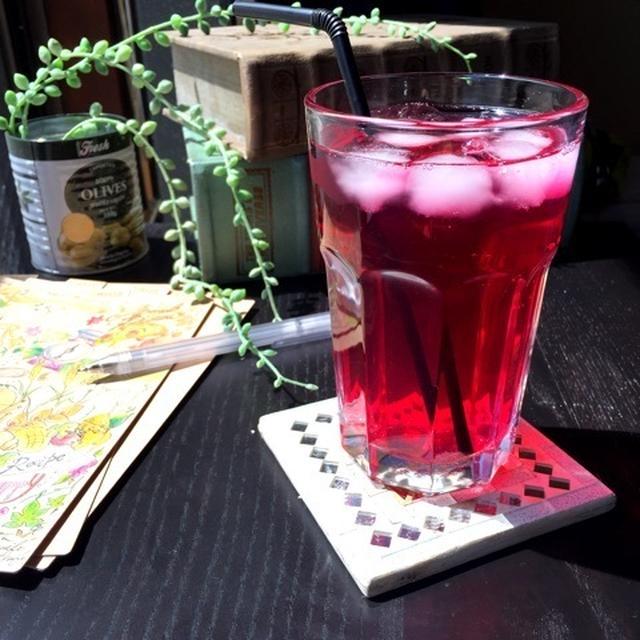 初夏の醍醐味、この色がたまんない赤紫蘇ジュース。