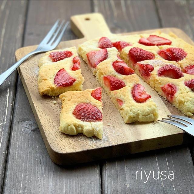 【トースターレシピ】材料4つで苺のペッタンコケーキ