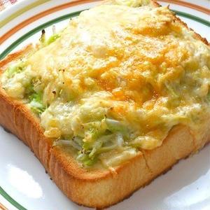 朝からボリュームたっぷりに!かんたん「キャベツトースト」レシピ
