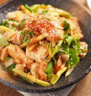 鶏むね肉とセロリのキムチサラダ風